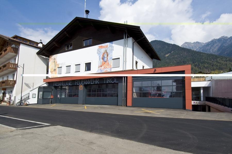 Deckensektionaltore Feuerwehr Tirol